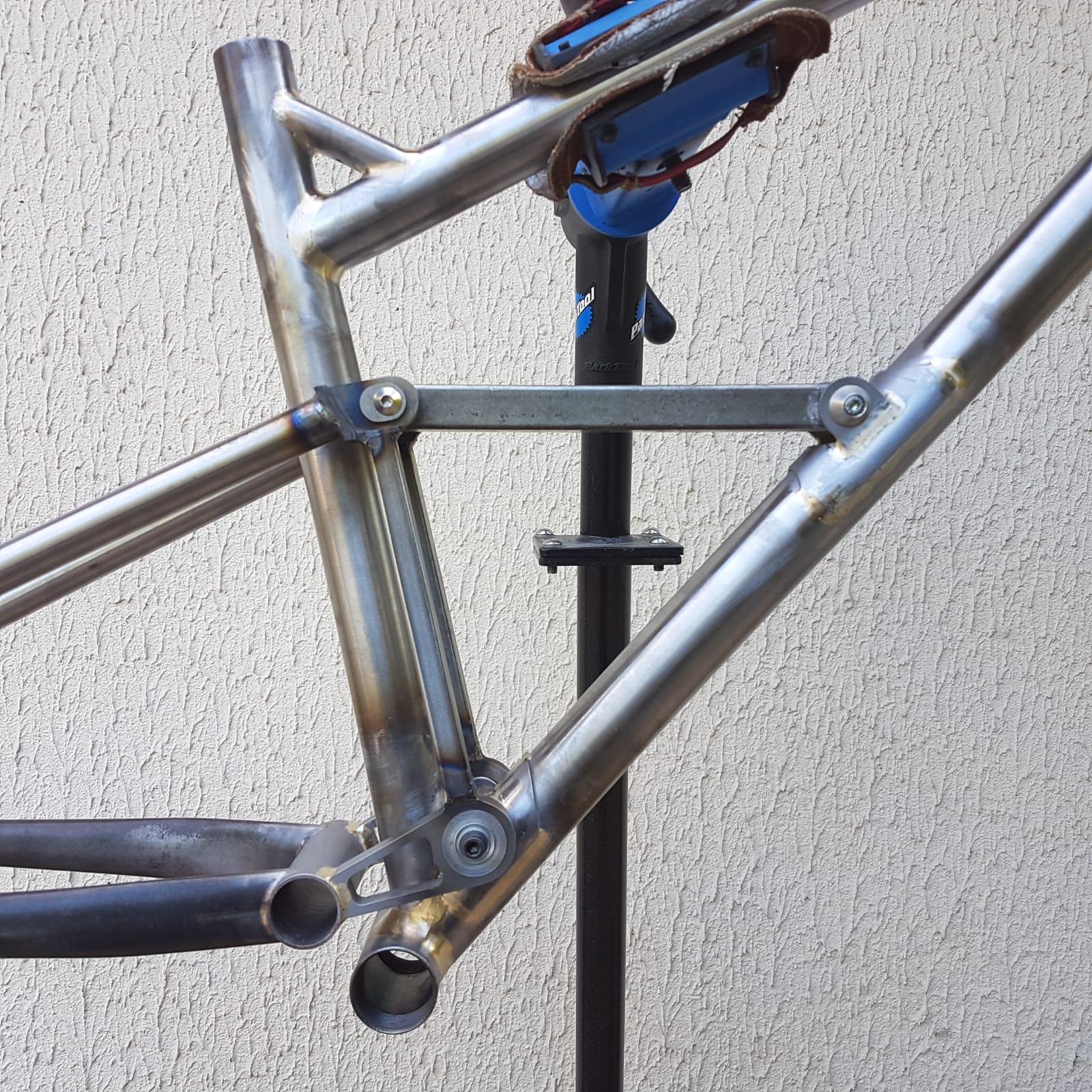 Baudou_bikes_tout_suspendu_Pivot