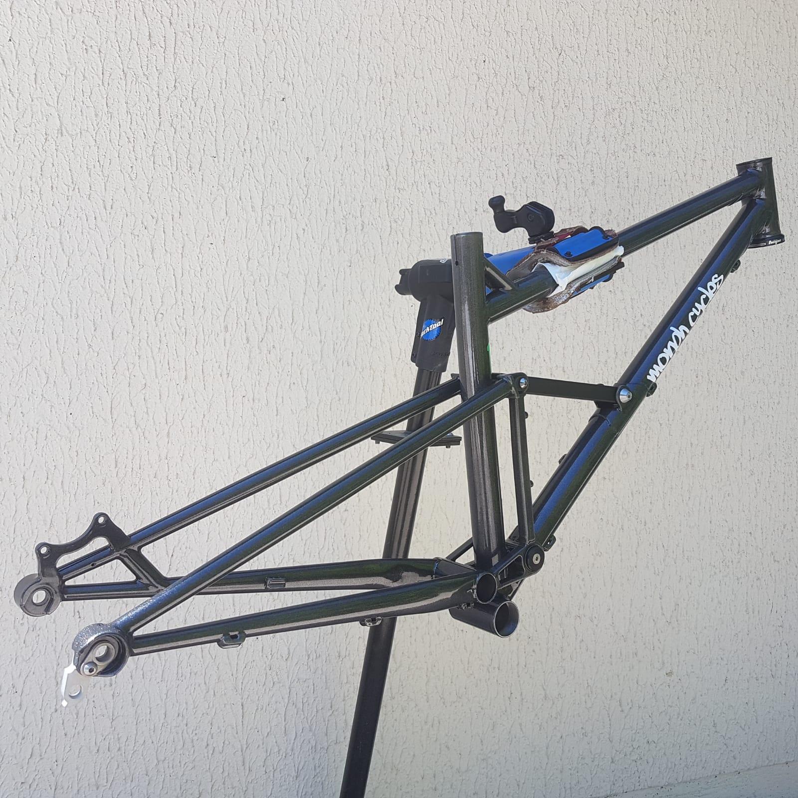 Baudou_bikes_tout_suspendu_iso_arr_fini
