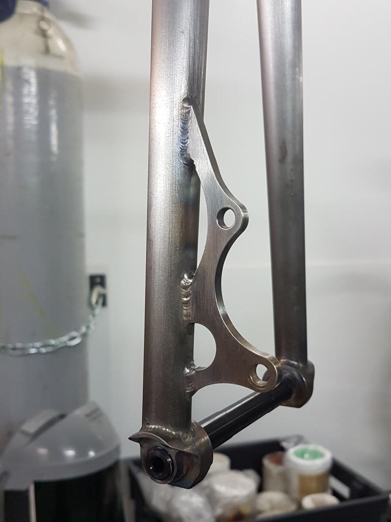Fourche_700_axe_traversant_BAUDOU_Bikes_2
