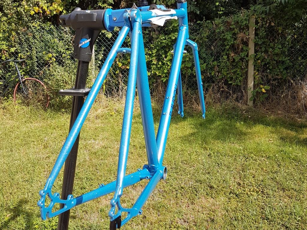 Randonneuse_650b_Baudou_bikes_painted_3